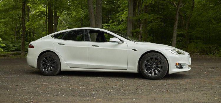 Tesla heeds feds' warning, recalls Model S over touchscreen failures